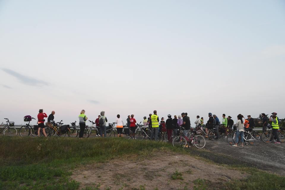 """Oltre il ponte. La biciclettata si ferma alla Bertola... e """"tornano"""" Adani e Caprari!"""