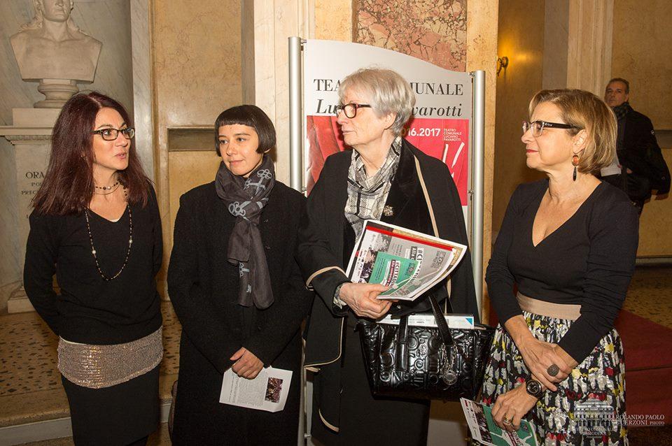 70 anni voto donne: parte del team di lavoro alla prima dello spettacolo dedicato al voto alle donne