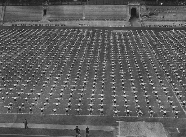 Storia dello sport nel fascismo. 1930. Una manifestazione della GIL all'Arena Civica di Milano.