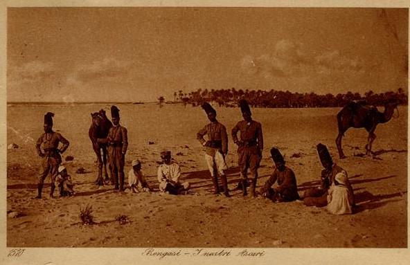 Colonialismo italiano. Ascari libici, ausiliari del Regio Esercito italiano, a Bengasi.