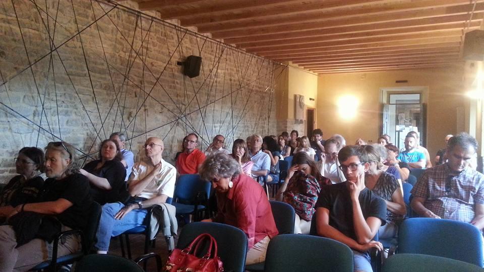 Il pubblico alla presentazione dell'Atlante stragi nazifasciste, presso la sala Ermanno Gorrieri della Rocca di Montefiorino.