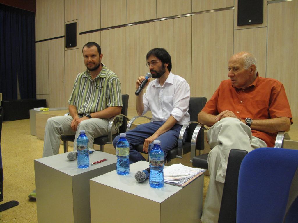 Agostino Rota, Stefano Barbieri e Daniel Degli Esposti durante la conferenza su antifascismo e Resistenza a Carpi.