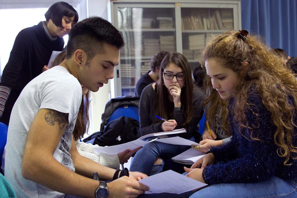 """Laboratorio di ricerca storica """"Nei loro panni"""" con Paola Gemelli all'Istituto Spallanzani di Castelfranco (MO). Realizzato nell'ambito di #cittadine. I segni nelle comunità e sulle città."""