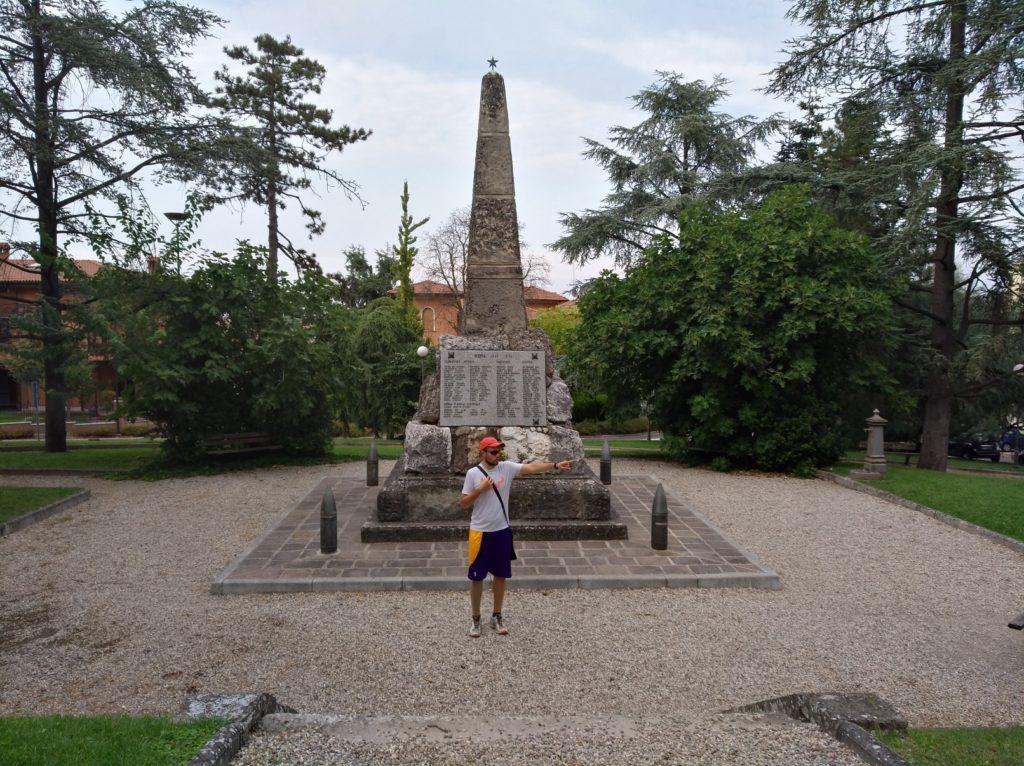 Il Monumento ai Caduti di Maranello.