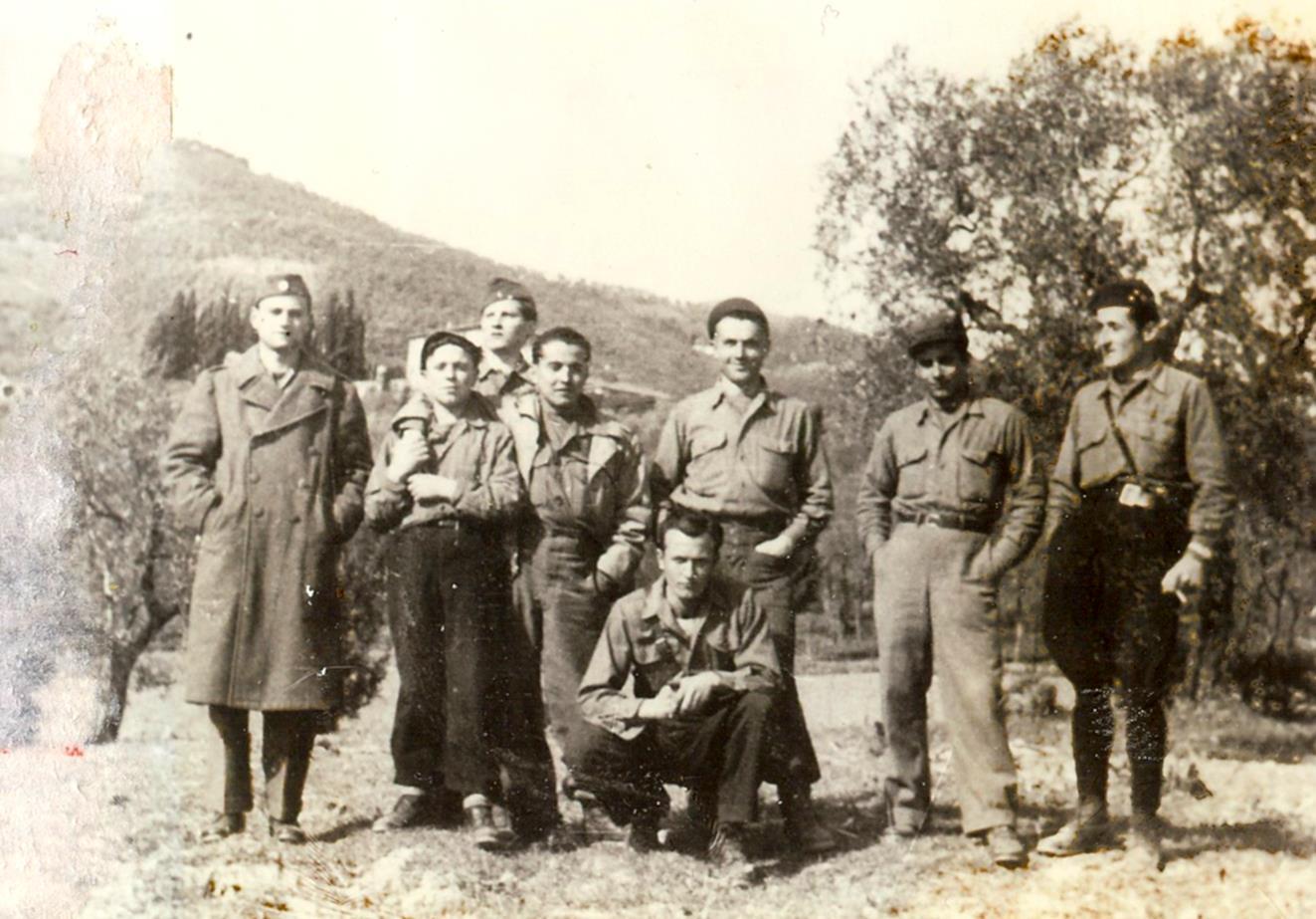 Gruppo di partigiani pavullesi in montagna. Foto della sezione ANPI di Pavullo nel Frignano - Repubblica di Montefiorino