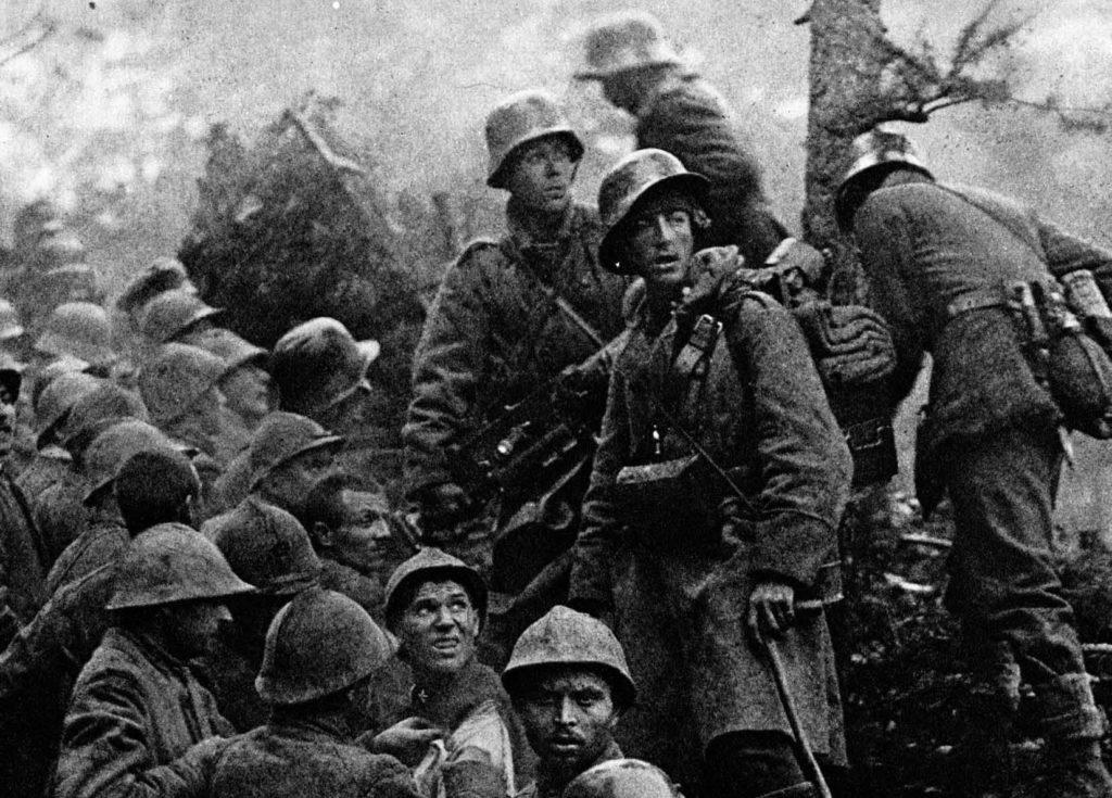 Natale di pace. Soldati austro-ungarici e tedeschi catturano militari italiani nelle prime fasi della battaglia di Caporetto