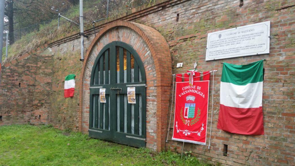 Il rifugio antiaereo di Bazzano nei momenti che hanno preceduto l'intitolazione a Mario Anderlini.