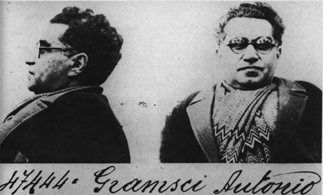 Foto segnaletica di Antonio Gramsci, risalente al 1933.