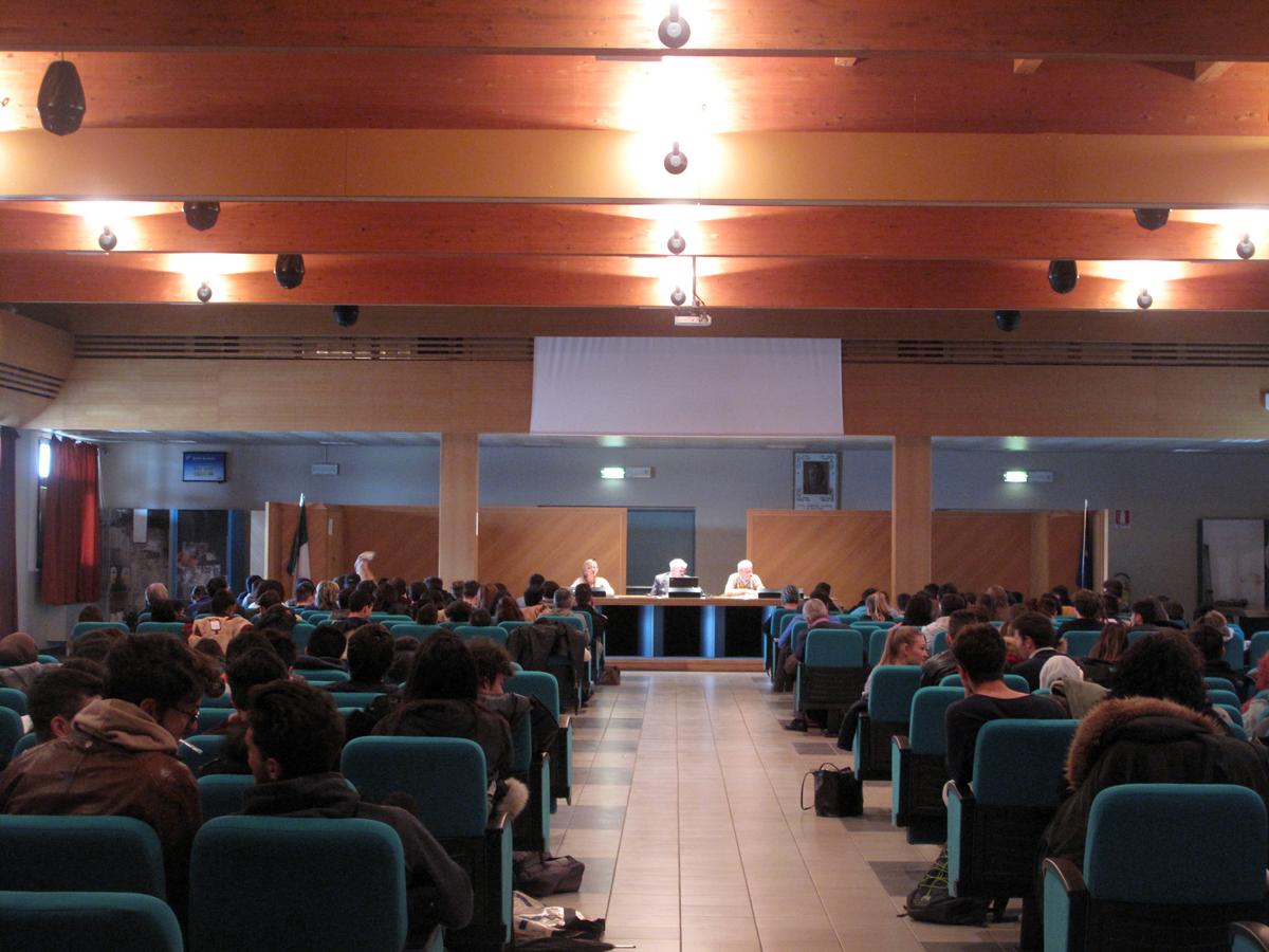 """Paolo Pombeni durante l'incontro con gli studenti """"Attualità della Costituzione"""""""