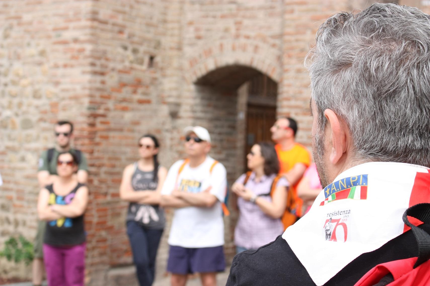 storia di Spilamberto: Un momento del trekking storico Sentieri di memoria, correnti di Resistenza, organizzato da Unione Resiste nel giugno 2016