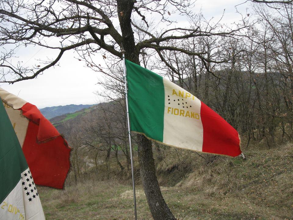 La bandiera dell'Anpi di Fiorano a Saltino di Prignano