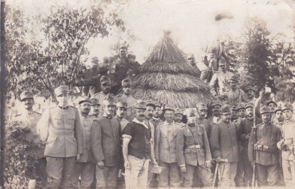 Soldati del Regio Esercito in posa a Monteveglio nel settembre 1915. Foto famiglia Clemente Contri - Contadini nella Prima guerra mondiale