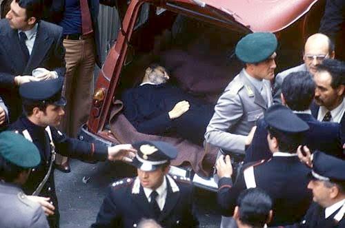 Storia del terrorismo in Italia: 9 maggio 1978: il corpo di Aldo Moro nel bagagliaio della Renault 4 in via Michelangelo Caetani