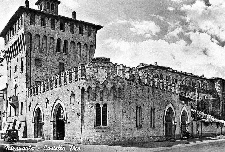 Storia di Mirandola. Il castello dei Pico in un'immagine del 1963.