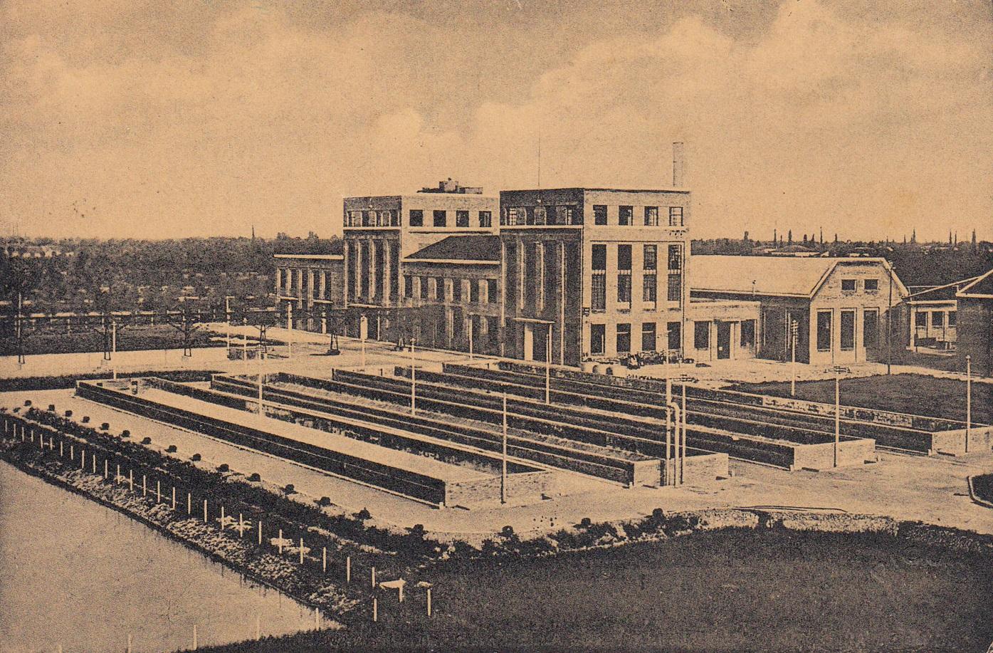 Storia di Mirandola. Lo Zuccherificio di Mirandola nel 1949. Immagine tratta da Wikimedia Commons