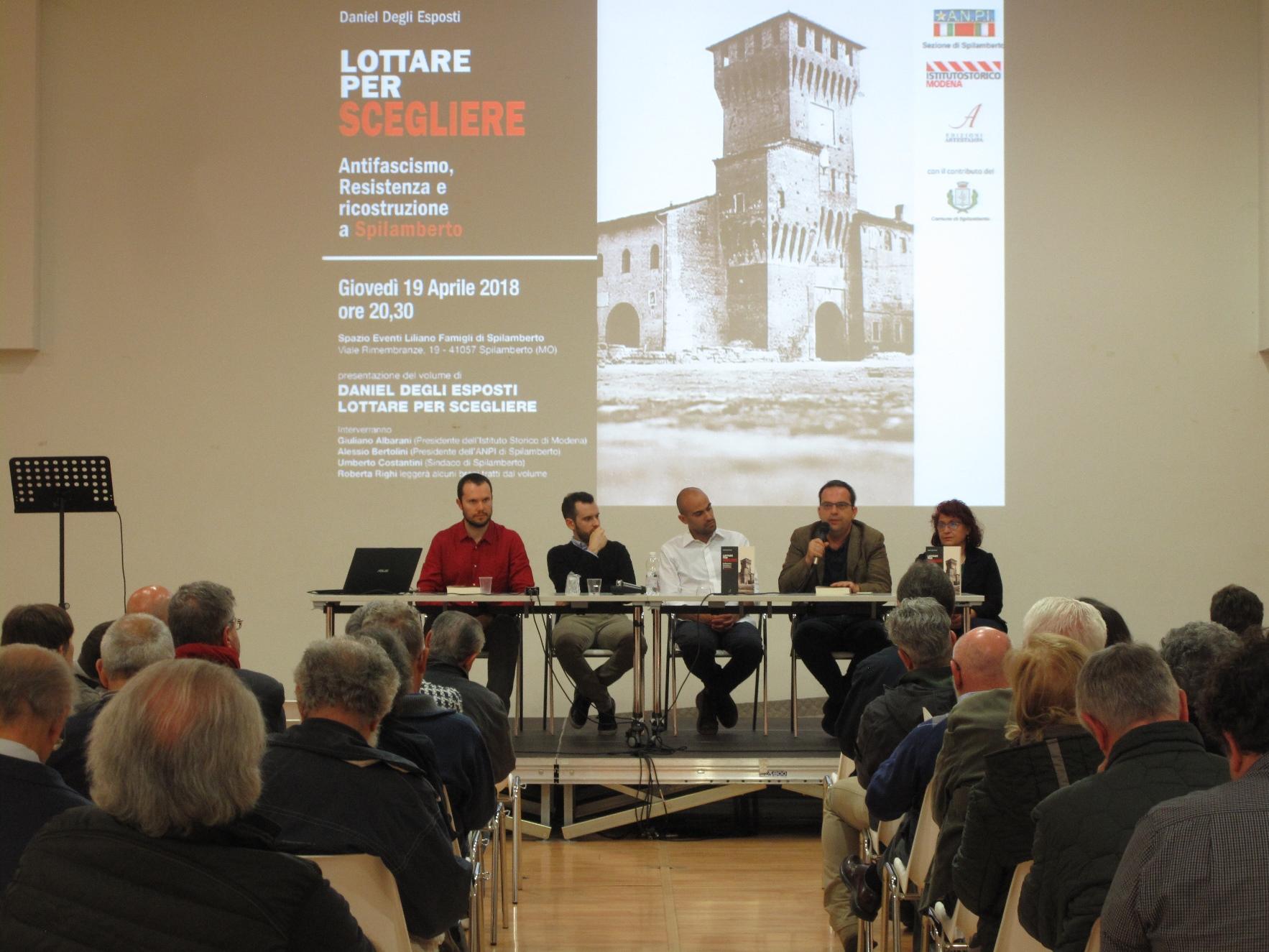 storie di resistenza: Il tavolo dei relatori durante la presentazione del libro Lottare per scegliere