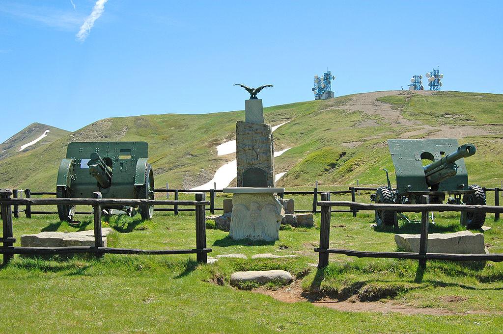 Linea Gotica a Fanano: Il memoriale ai caduti della Seconda guerra mondiale, realizzato al Passo di Croce Arcana