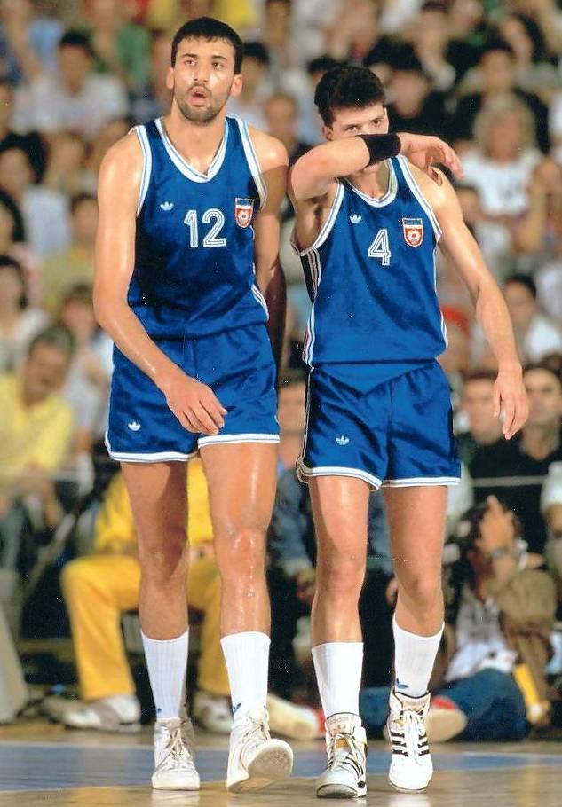 Vlade Divac e Drazen Petrovic durante i Mondiali del 1990, giocati in Argentina