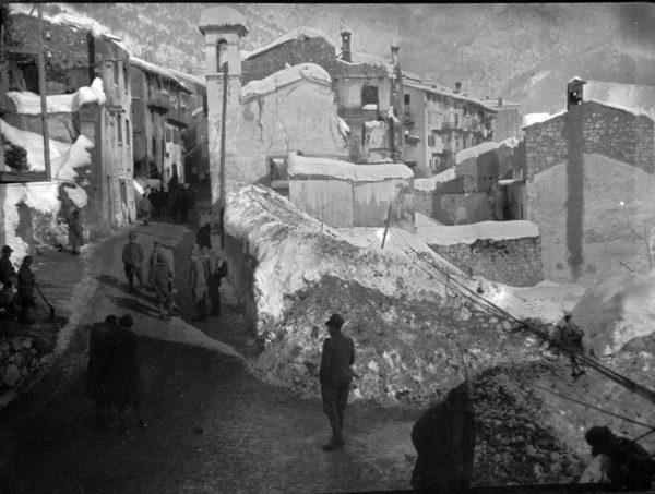 Grande Guerra sul Pasubio: Raossi, Vallarsa, in una foto del 1918, scattata dal capitano medico Vaifro Agnoli.