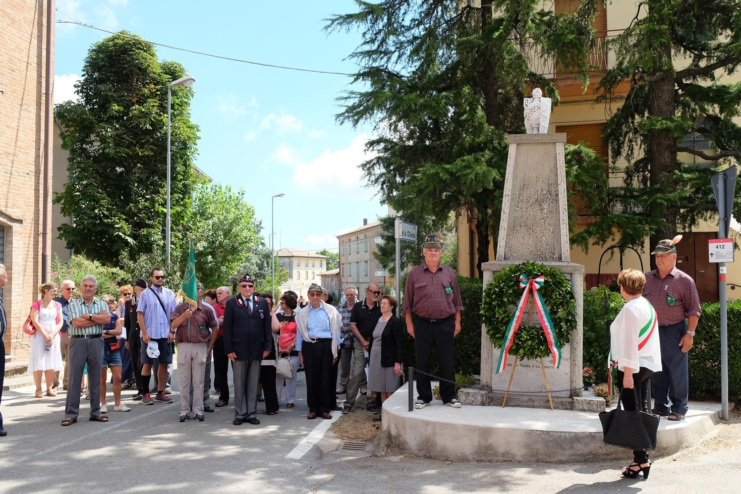 Deposizione di una corona al termine della commemorazione della strage di Ospitaletto (agosto 2016). Foto di Fausto Corsini