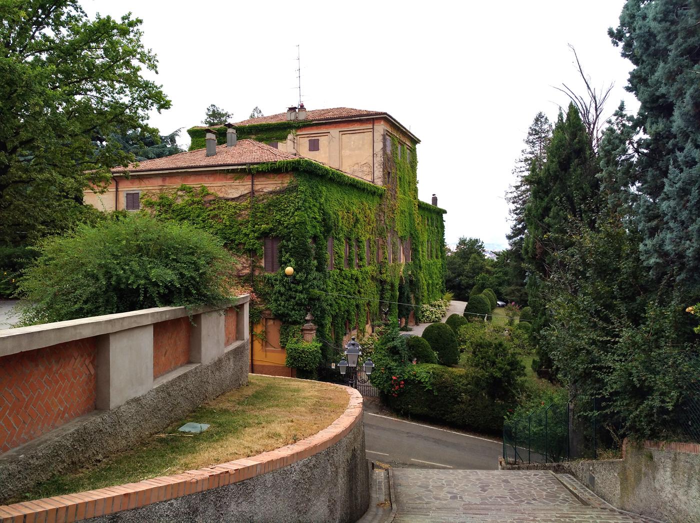 Villa Coccapani, da dove nella notte tra l'8 e il 9 settembre i soldati italiani cercano di scappare per sfuggire alla cattura dei tedeschi. Vista dal Santuario di Fiorano