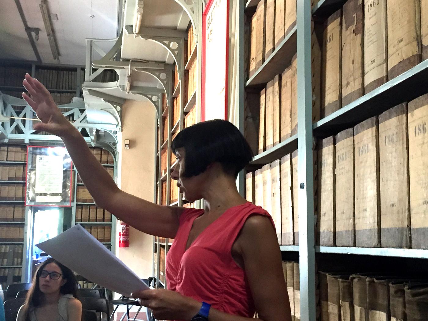 Paola Gemelli durante il laboratorio Vero o fake?