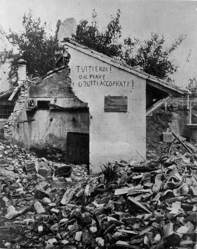 grande guerra e fascismo. Casa distrutta durante la rotta di Caporetto