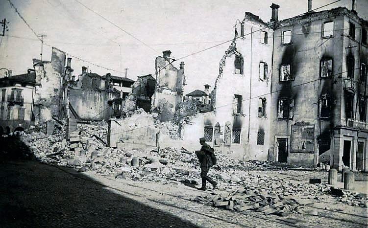 Profughi di Caporetto. Udine nel novembre 1917