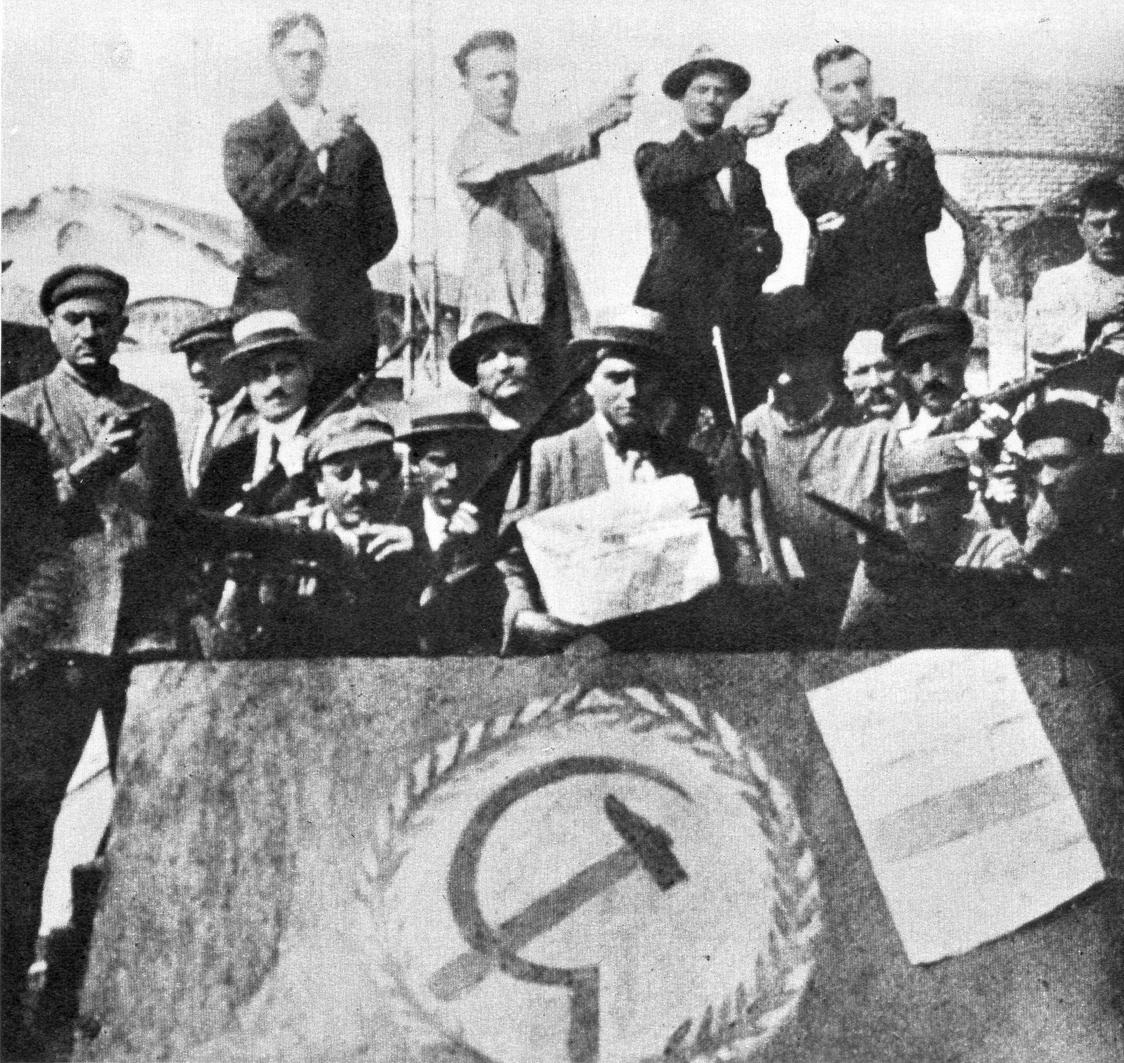 Fine della Prima guerra mondiale. Operai socialisti occupano una fabbrica nel 1920. Foto via Wikimedia Commons