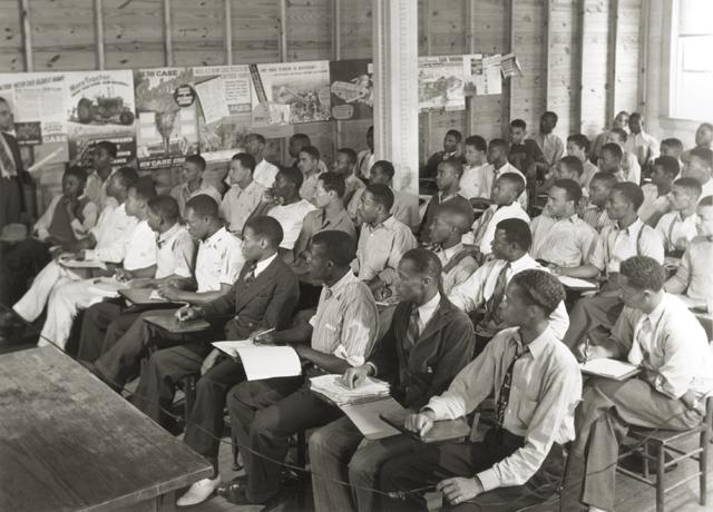 Storia del basket in Italia. Anni '40: una lezione alla Tuskegee University. Foto via Wikimedia Commons