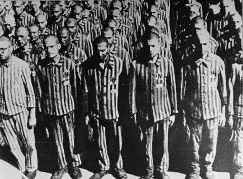 Prigionieri nel campo di Buchenwald durante l'appello. Dalle leggi razziali alla Shoah