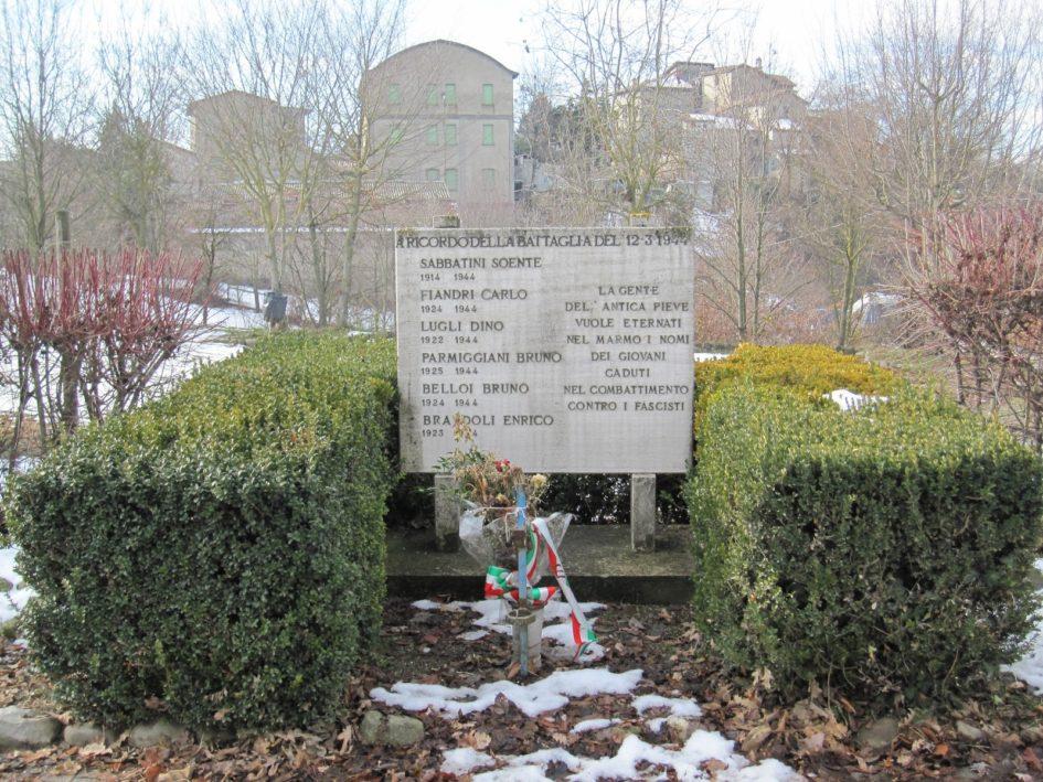 Il monumento dedicato ai partigiani caduti nella battaglia di Pieve di Trebbio