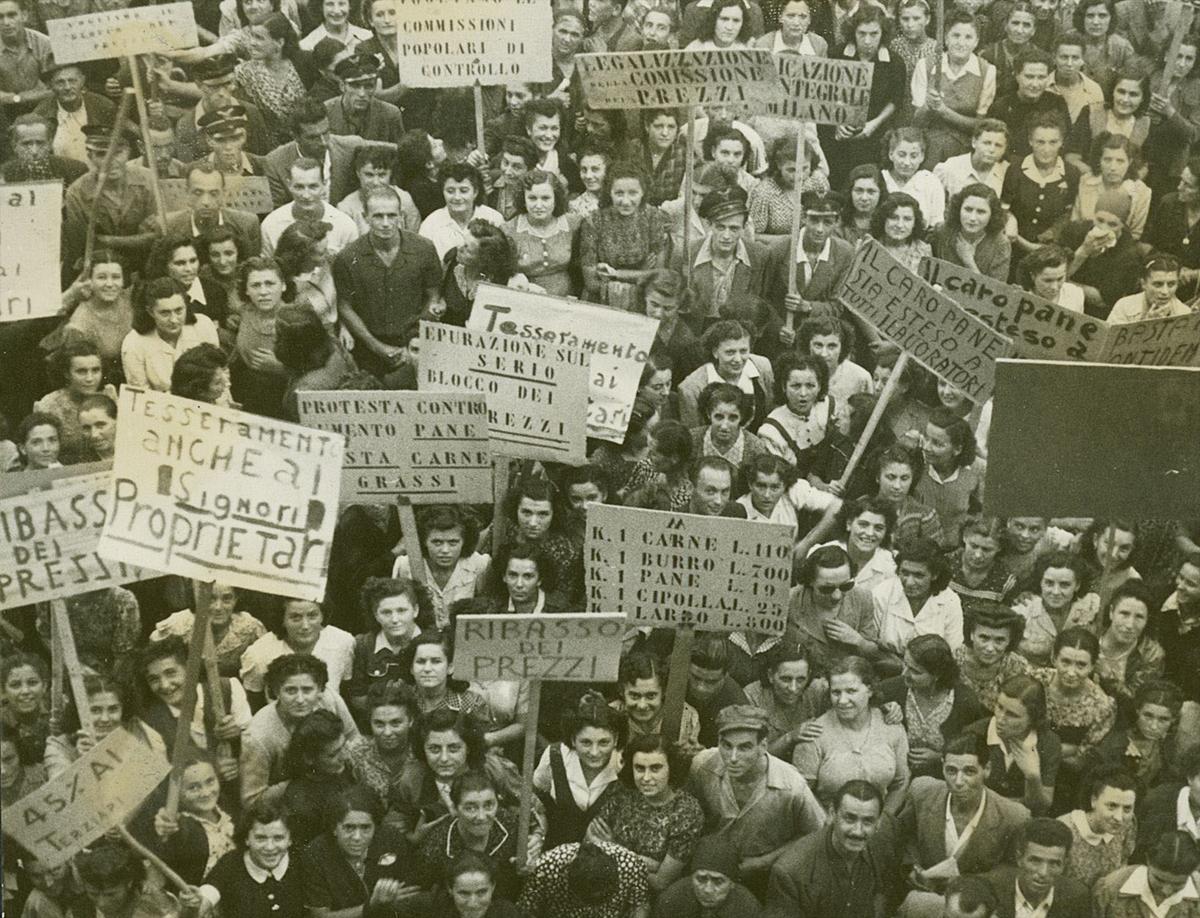 Manifestazione per il caro vita dopo la Liberazione di Modena, 1945