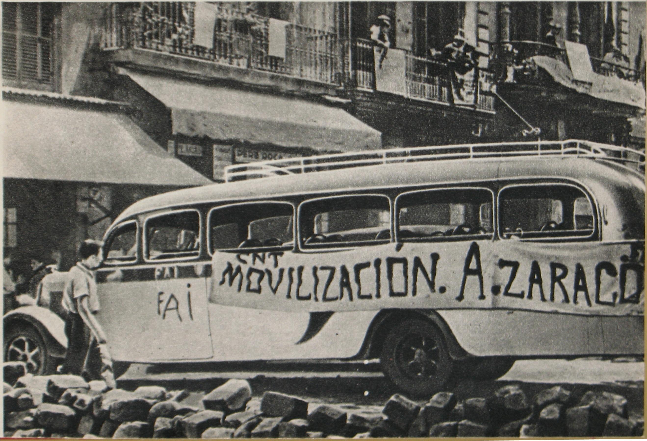 Mezzo di trasporto requisito dagli anarchici catalani a Barcellona durante l'insurrezione dell'estate 1936, conseguente all'iniziale sconfitta dei militari ribelli in città. Foto via Wikimedia commons - Guerra civile spagnola