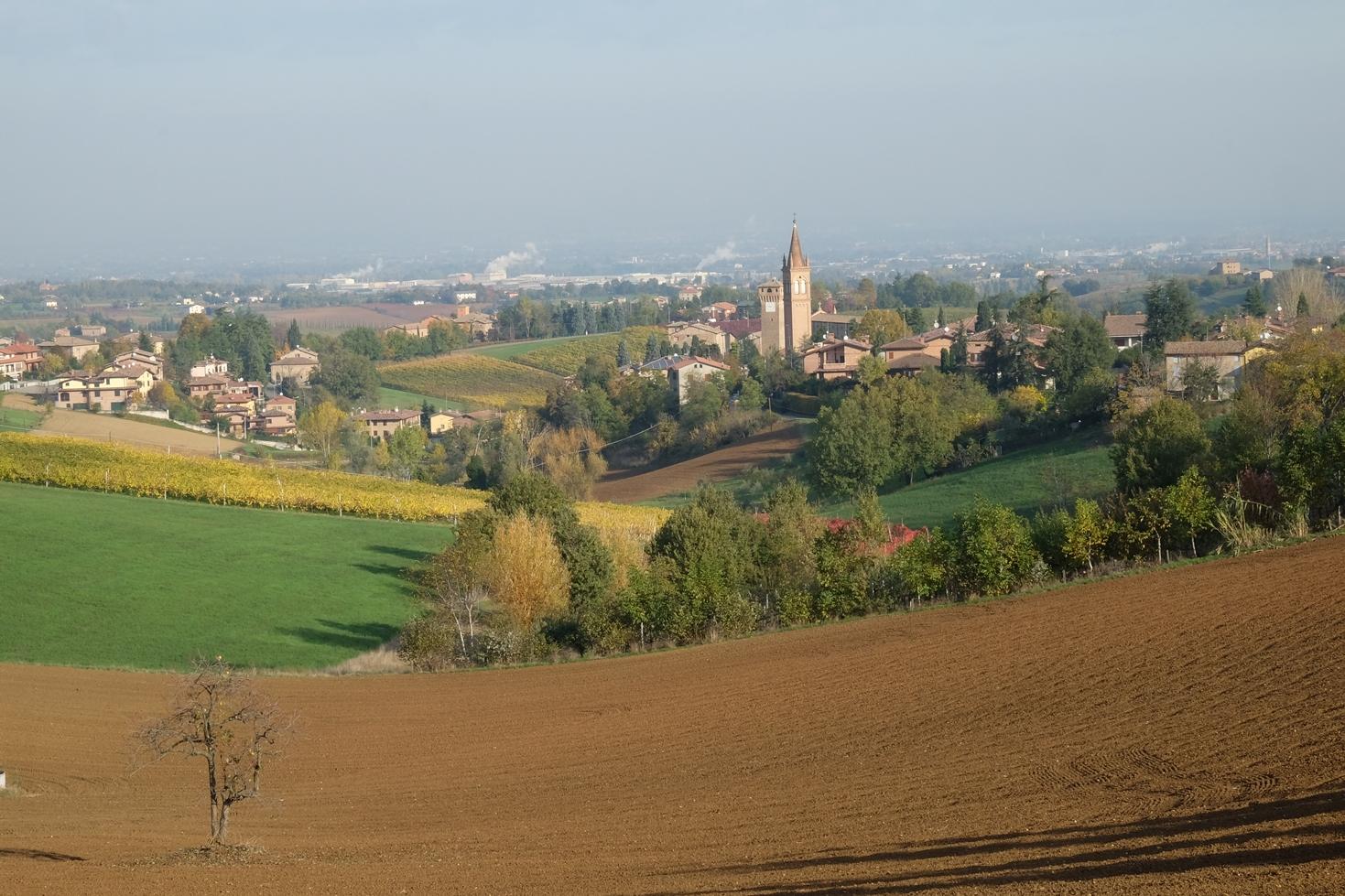 Panorama di Levizzano Rangone. Rosso Graspa. Museo del vino e della società rurale di Castelvetro
