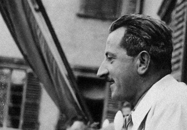 """Mario Ricci """"Armando"""" mentre parla in pubblico durante la cerimonia del 4 novembre 1947. Foto tratta dal fondo Umberto Tonini - Biblioteca Poletti"""
