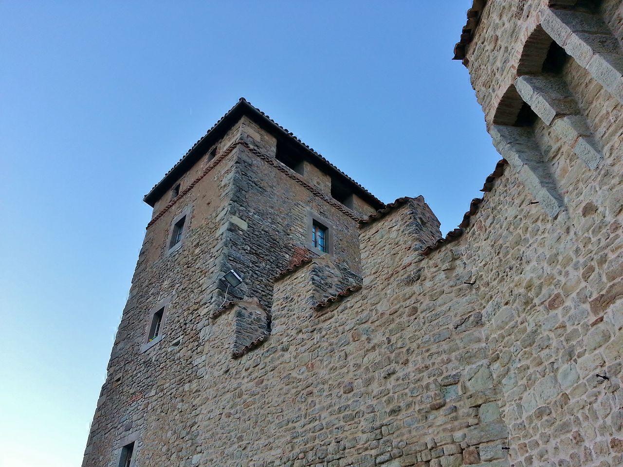 Resistenza nel Frignano. Una torre del castello di Montecuccolo. Foto di Giorgia Violini via Wikimedia commons (CC BY-SA 3.0)