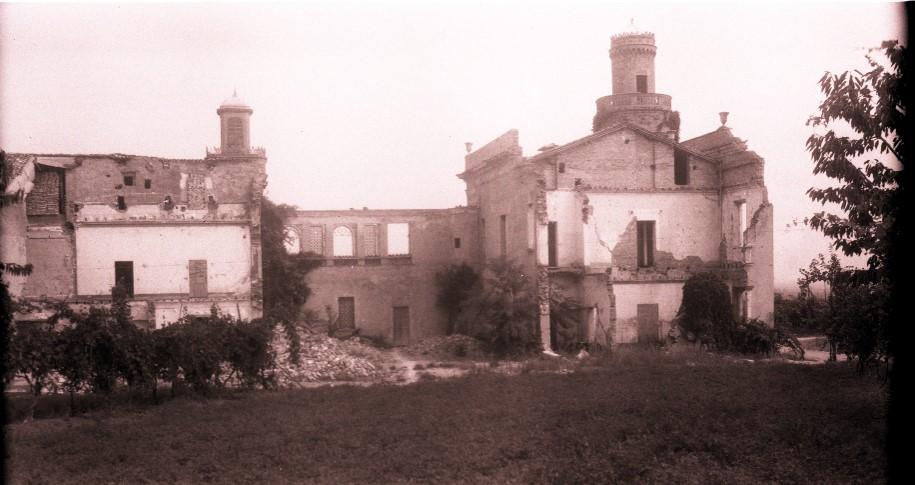 Storia di Vignola dalla Resistenza alla ricostruzione. Villa Martuzzi, sulla collina di Campiglio, dopo i bombardamenti aerei del febbraio 1945. Foto archivio Gruppo Mezaluna Mario Menabue