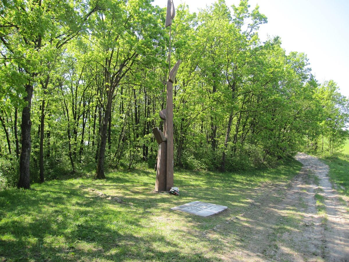 Monumento dedicato ai fucilati di Codicello - battaglia di Benedello