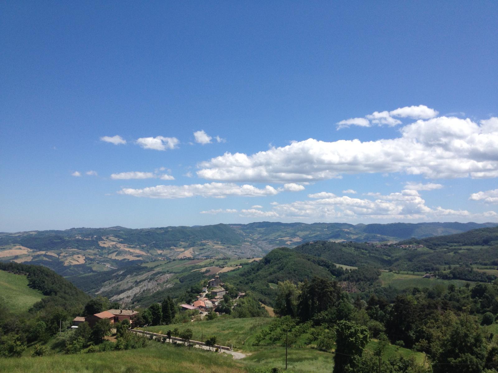 Veduta della strada che porta a Benedello e della frazione di Iddiano, foto di Fausto Corsini - battaglia di Benedello