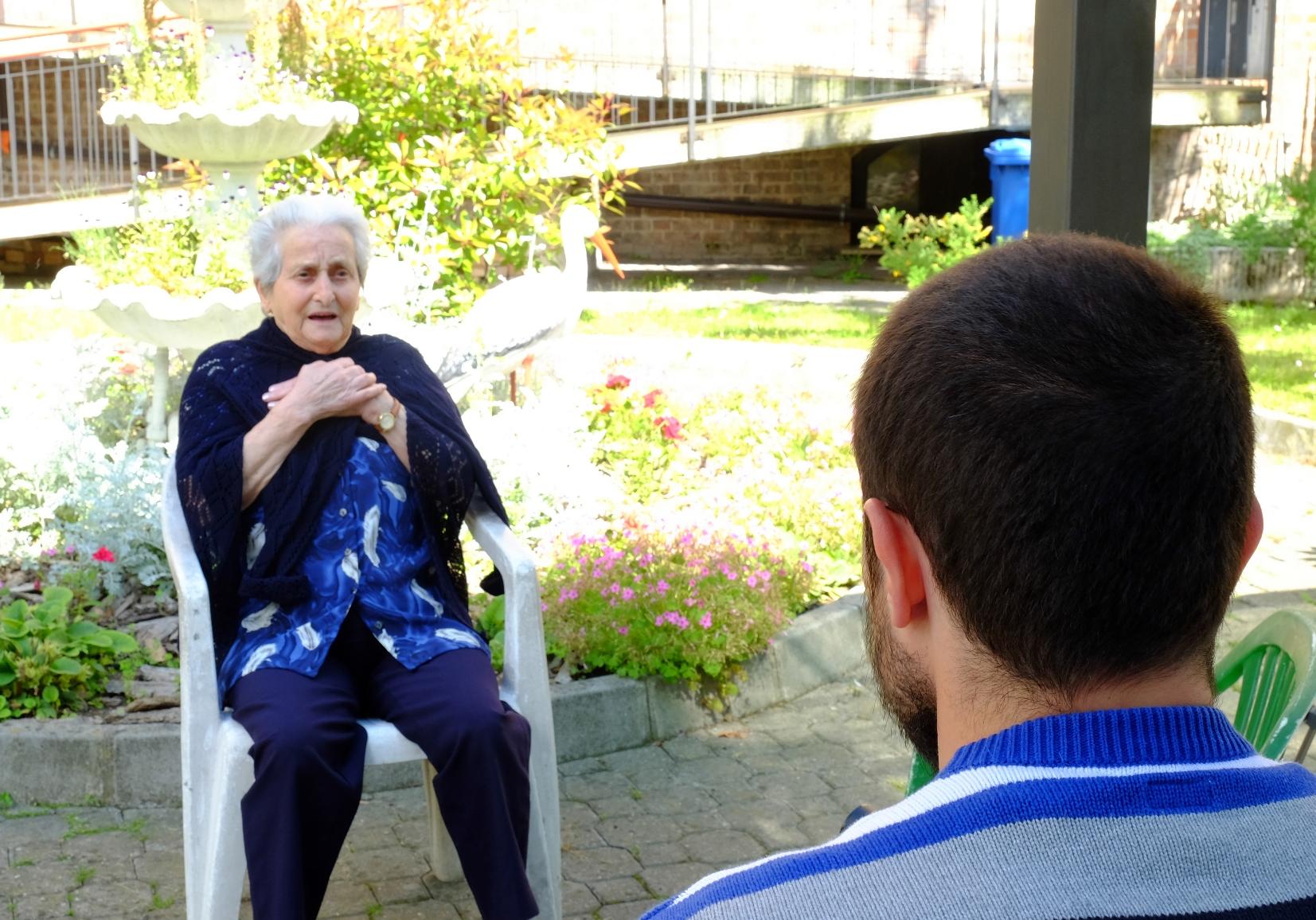 Un momento dell'intervista a Dina Iubini, inserita nel film-documentario Sentieri di democrazia