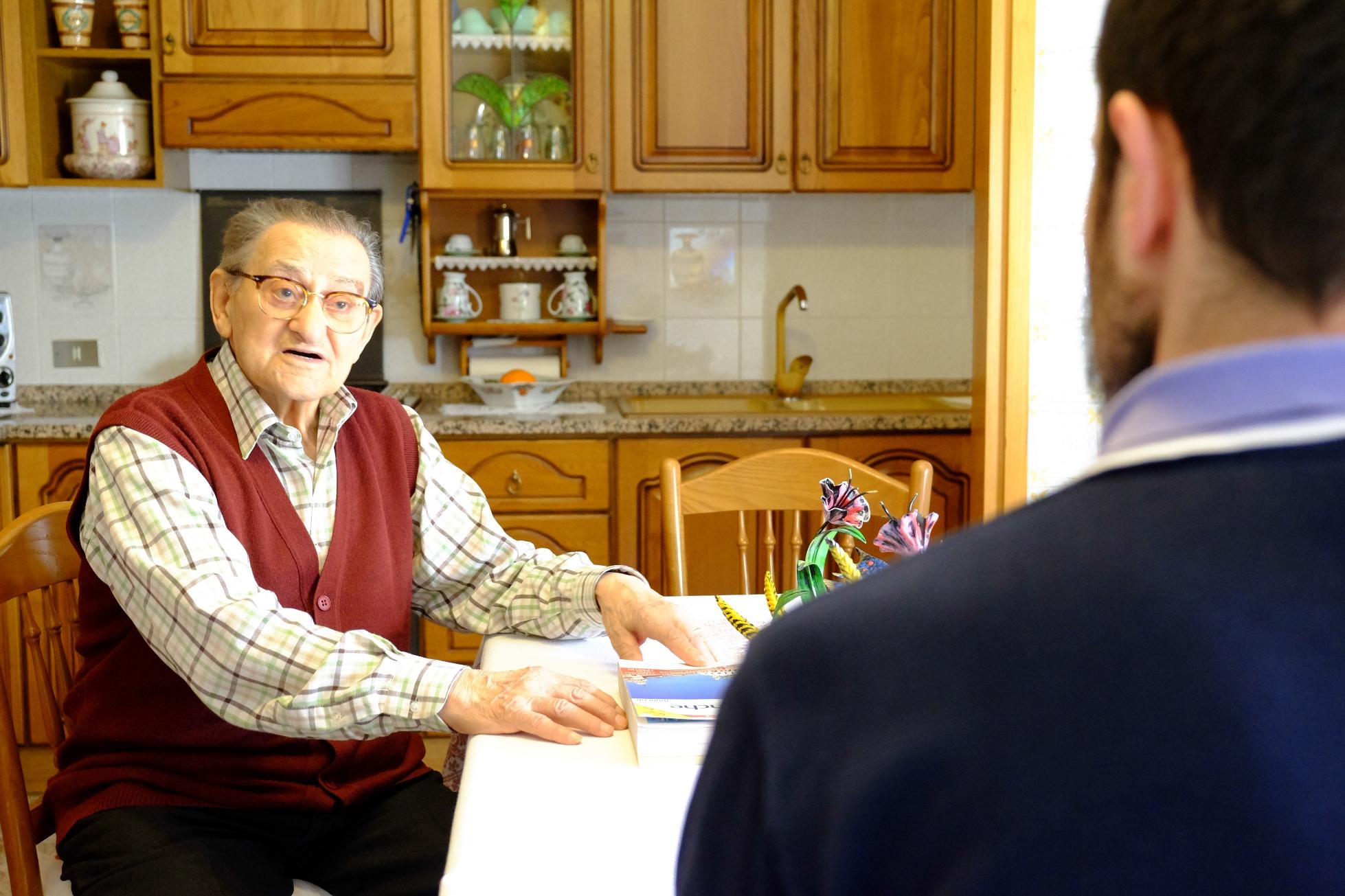 Un momento dell'intervista a Iorio Barbieri, inserita nel film-documentario Sentieri di democrazia