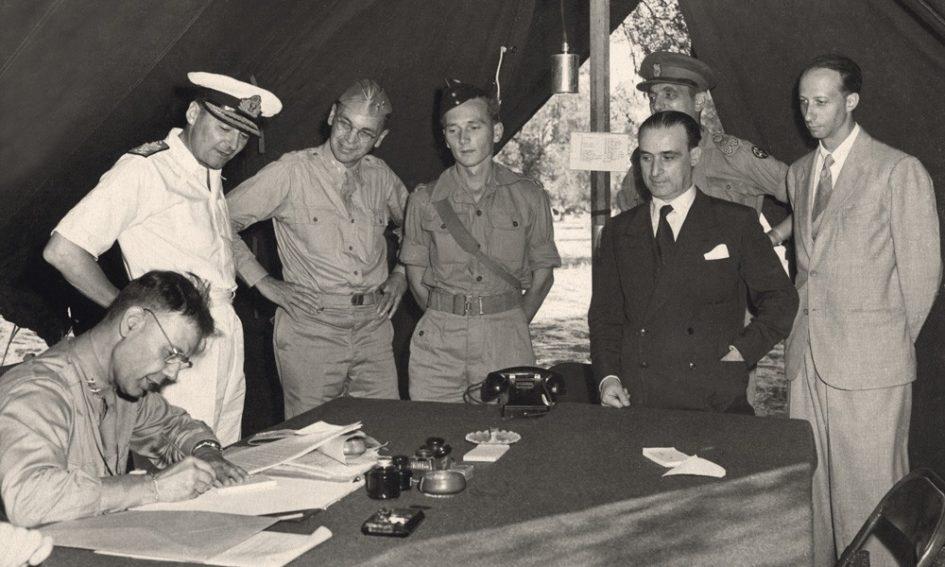 La firma dell'armistizio di Cassibile, annunciato in Italia l'8 settembre 1943