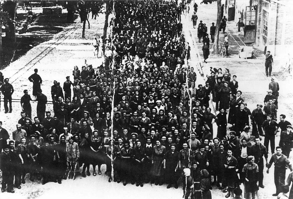 28 luglio 1943: sciopero contro la guerra alla Società italiana prodotti esplodenti di Spilamberto. Foto tratta da Daniel Degli Esposti, Lottare per scegliere. Antifascismo, Resistenza e ricostruzione a Spilamberto, Modena, Artestampa, 2018