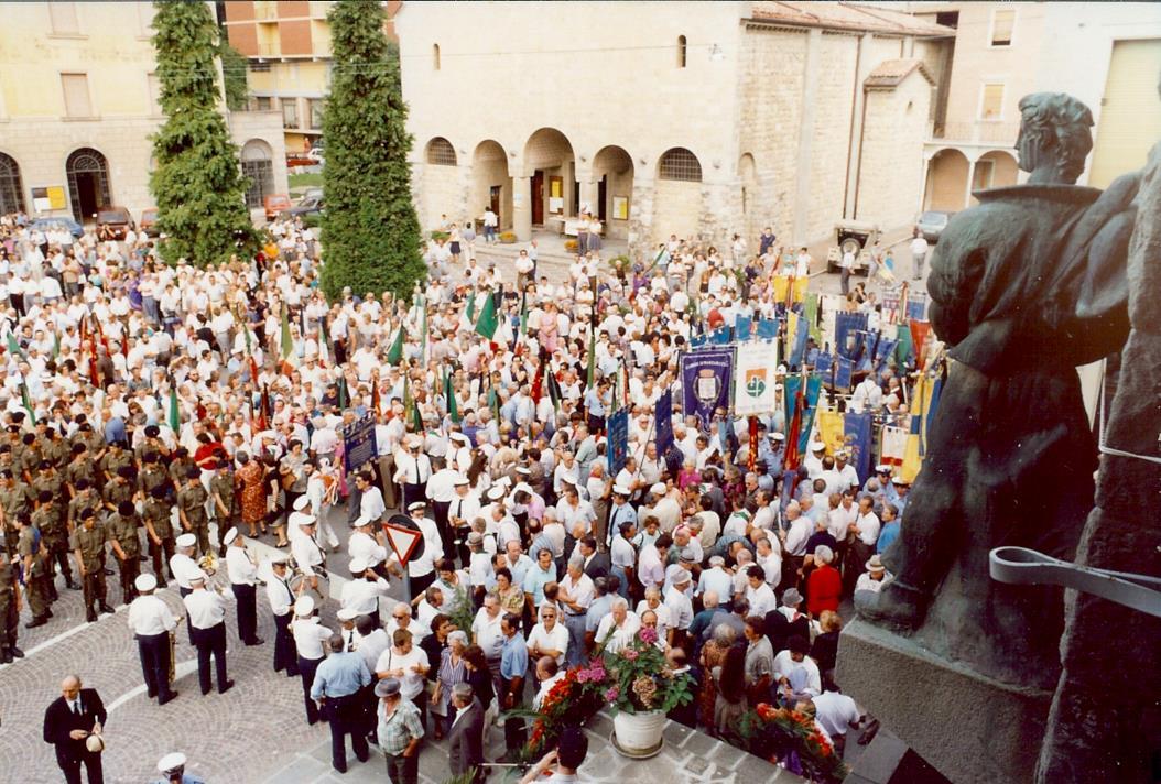 """Folla ai funerali di Mario Ricci. Foto tratta dalla mostra Mario Ricci """"Armando"""" dal mito alla storia - con Armando nel cuore"""