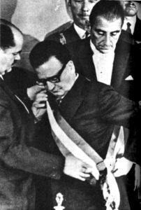 Salvador Allende viene proclamato presidente della Repubblica cilena. Foto via Wikimedia Commons, CC-Historia Política BCN, Cc-by-3.0-cl - 11 settembre 1973 Cile Salvador Allende