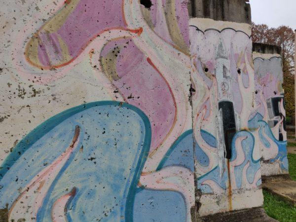 caduta del muro di Berlino - Parti del muro di Berlino, installate come monumento nel cortile del Centro culturale di Marano sul Panaro. Foto del Comune di Marano sul Panaro