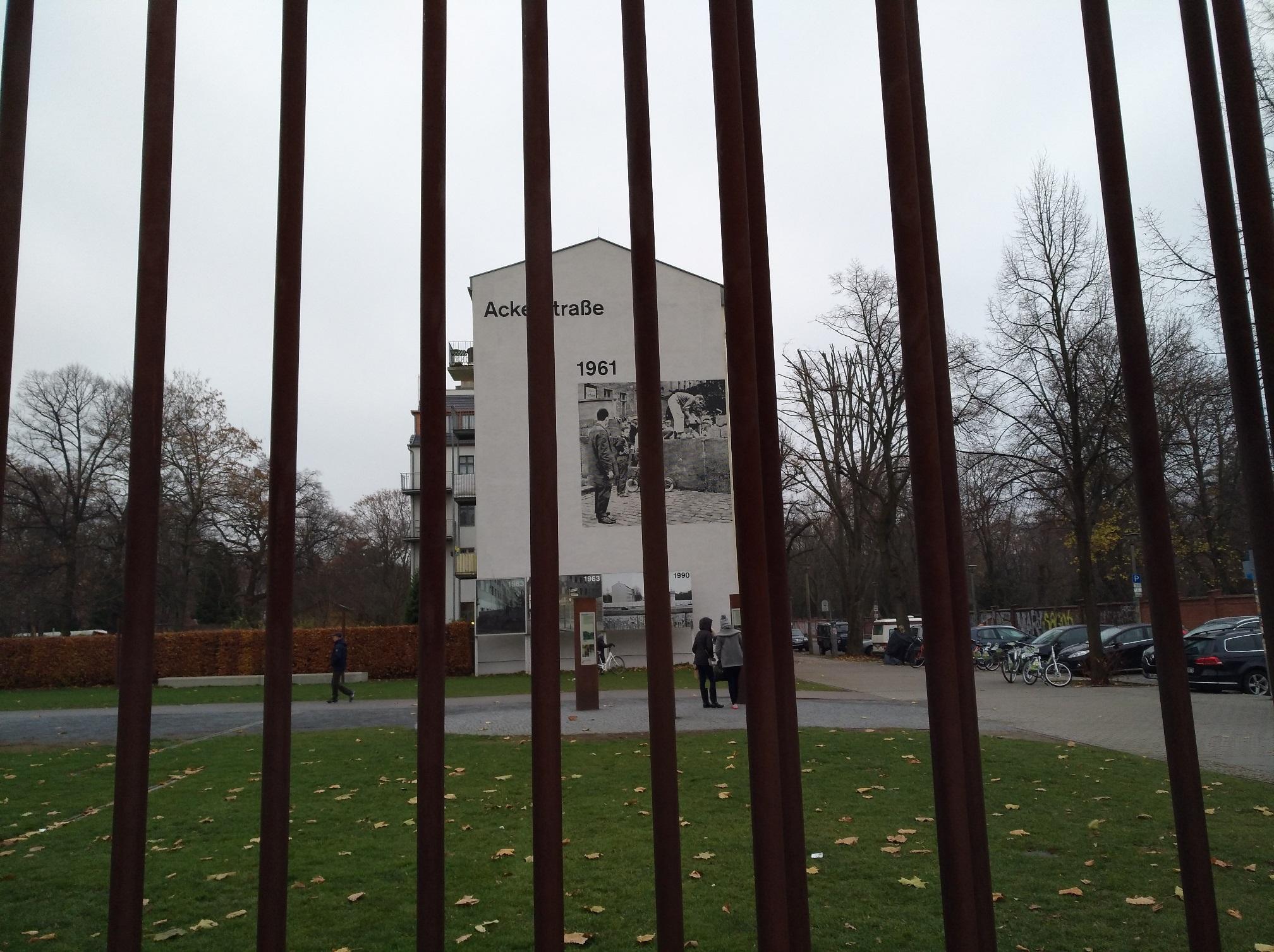 Memoriale nel luogo in cui sorgeva il muro di Berlino. Foto di Paola Gemelli