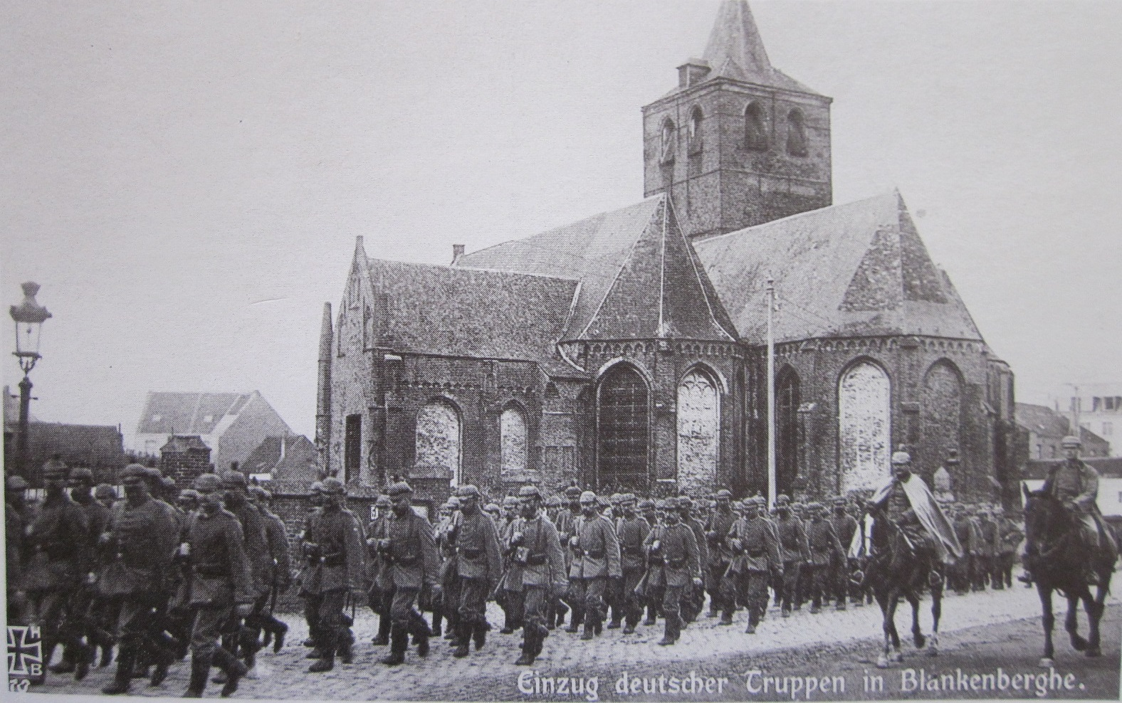 Colonne di truppe tedesche in marcia in Belgio.