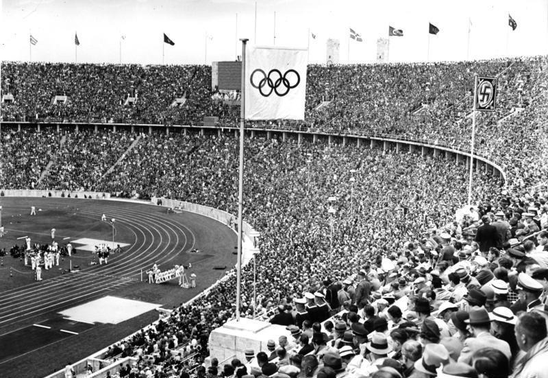 Storia dello sport - L'Olympiastadion di Berlino durante i Giochi del 1936.